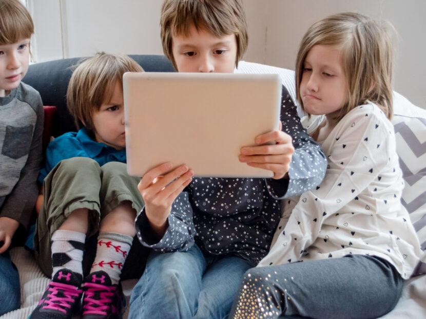 nlc. – meseolvasás vs. tablet. Mi kell az óvodás gyereknek?